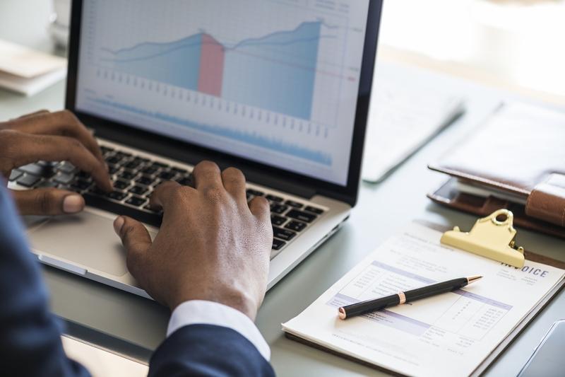 Software para servicios comerciales: 5 funciones esenciales